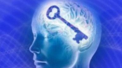 Cerveau humain avec une clef à l'intérieur